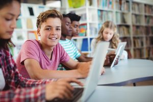 What are the benefits of a hybrid homeschool?